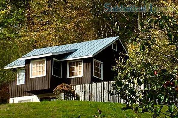 Fern Cottage Mountain Retreat in Monterey, Virginia. Listing 140385 on SabbaticalHomes.com