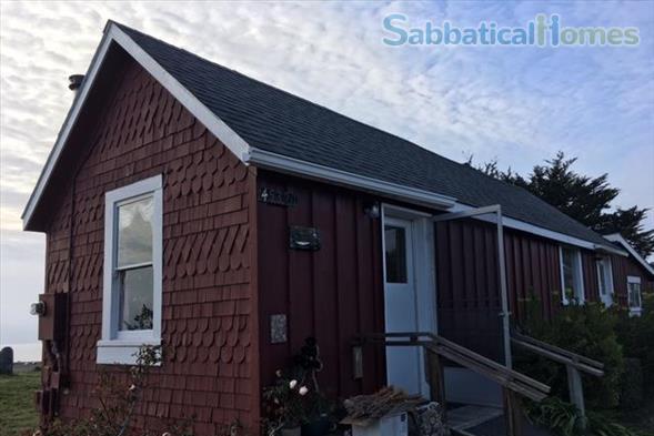 The Red House in Mendocino, California. SabbaticalHomes.com Listing 140167