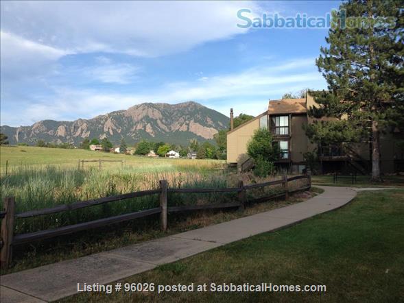 SabbaticalHomes.com Listing #96026. Comfortable condo in Boulder, Colorado, USA with a view of the Flatirons.